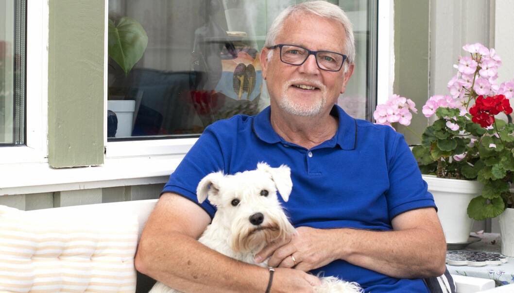 - Tripi är en helt underbar dvärgschnauzer säger Leif och det strålar värme runt honom och den vita hunden, det är vår tredje dvärgschnauzer, nämner han.