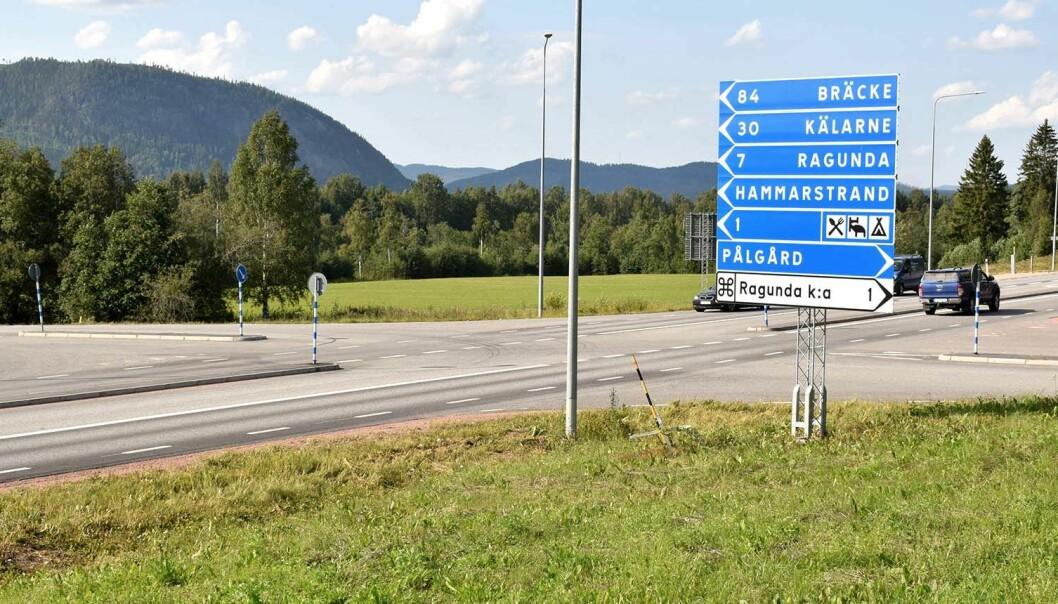 Den här korsningen, vid Hammarstrand och Pålgård, är en av de platser längs riksväg 87 som kommer få nya fartkameror.
