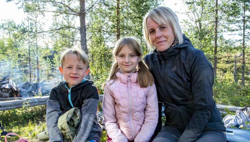 Charlie Sjelin, Elsa Lennartzon och Anna Hjalmarsson njöt av friluftsdagen vid Vemdalens jaktskyttebana.