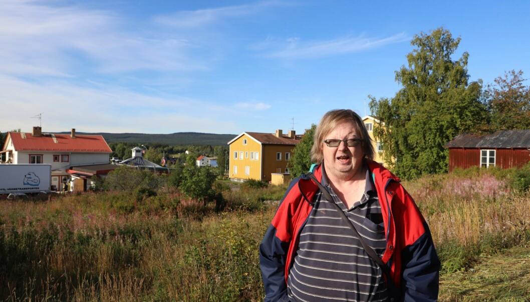 Samtidigt som mer pengar anslås för personer inom LSS och till personer som står långt från arbetsmarknaden i Åre kommun, så upplever Tomas Höglund i Mörsil att situationen för honom försämrats. Han har nu anmält kommunen till Diskrimineringsombudsmannen.