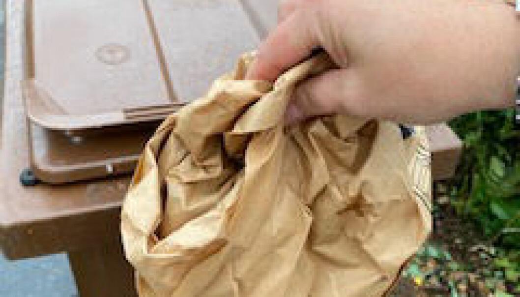 Brun soptunne med fack för särskild papperspåse