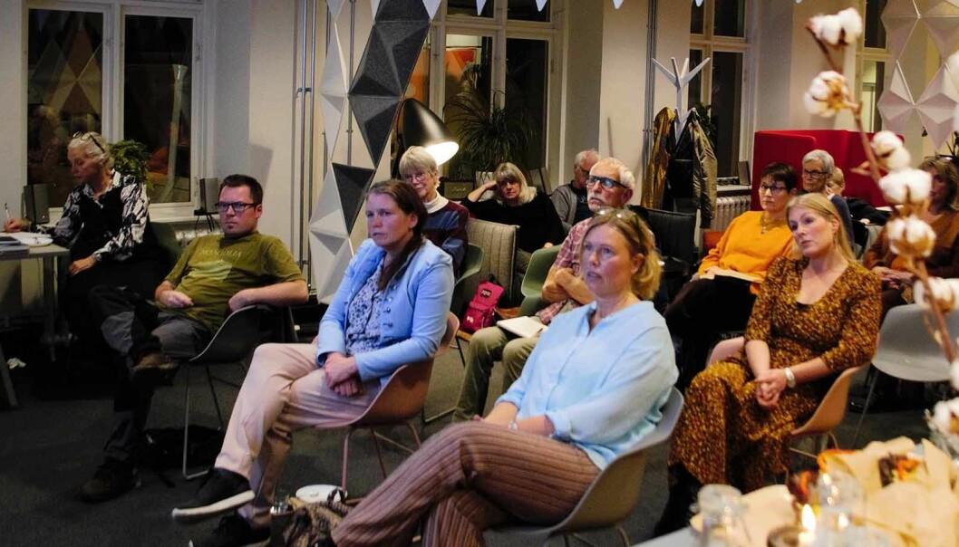Många hade samlats på författarnätverkets första träff på länge. Första raden från vänster: Catarina Lundström, Johan Hemmingson, Åsa Ringdahl och Ingrid Marie Thorslund. Andra raden: Gunilla Johansson, Bengt Göran Aronsson och Sara Strömberg.