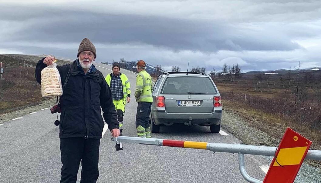 Växlande väder, snö på fjälltopparna och isande vindar blev avslutningen på årets säsong. Då fann också Lars från Löddeköpinge på plats och bjöd som alltid på spettekaka.