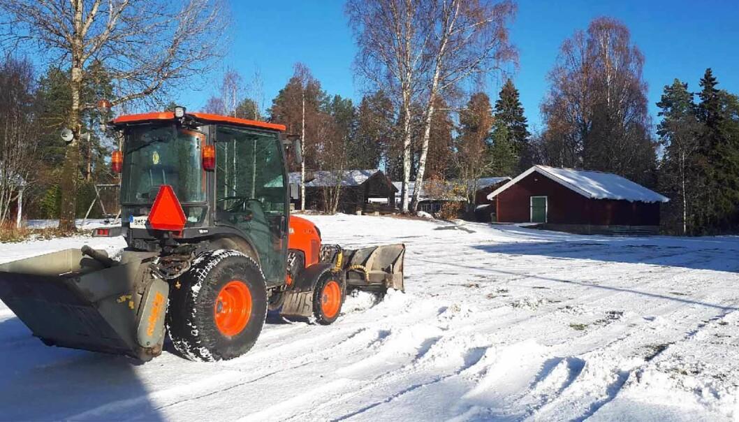 Gärdins åkeri har skött snöröjningen i Bräcke under många år, men har nu brutit samarbetet med Reaxcer på grund av en tvist som gäller ett antal utbetalningar.