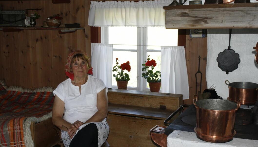 Vid flera tillfällen när Krokoms kommuns tjänstemän och politiskaledning fått kritik för sin ärendehantering, hotar de med att polisanmäla medborgarna och ibland skrider tjänstemännen till verk, så skedde i fallet med fäbodbrukaren Anita Myhr, där tjänstemannen Tom Larsson var ansvarig för polisanmälan.
