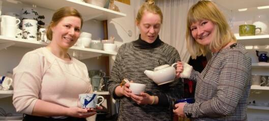 Tre keramiker tar plats
