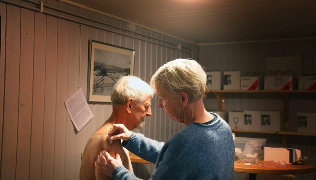 Den satt som en smäck, sa Karl-Johan Wedin när han fick en influensaspruta på bygdegården i Vemhån.