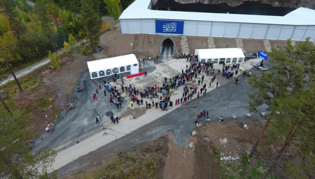 Mid Sweden 365 AB slog besöksrekord i oktober, då 2300 skidåkare besökte tunneln i Gällö. Skidtunneln i Gällö under invigningen 2017.