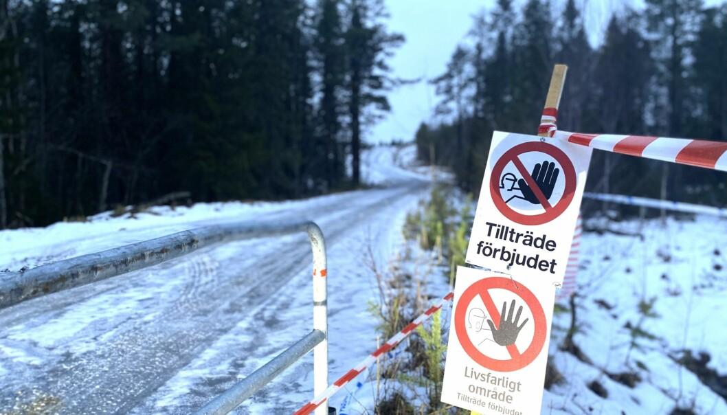 En explosionsolycka orsakade en persons död och en annan skadades allvarligt när de hanterade en sprängkista vid Lugnvik. Därför har arbete inletts med att identifiera stenkistor på andra håll i länet.