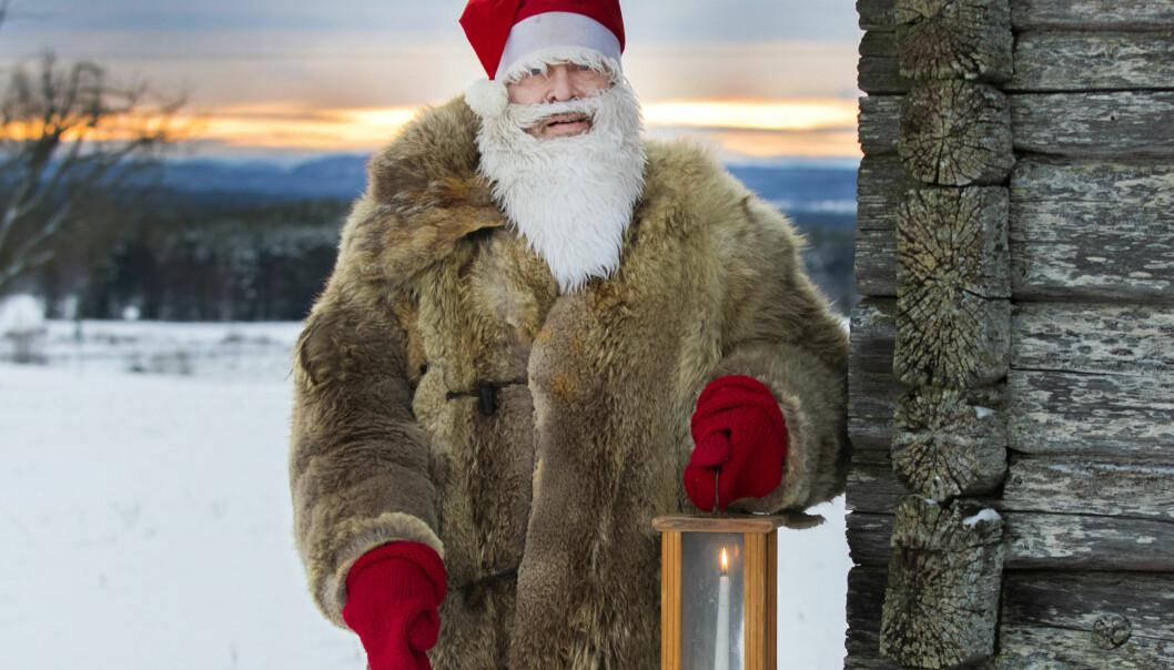 Tomten Thomas från Brunflo  hinner med att lämna julklappar till 25 - 30 barnfamiljer på julafton.