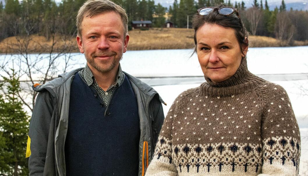 Orest och Lykke Andersen bor på Lövnäset, en udde som är närmast granne till Grötholmen. - Kommunen negligerar oss. Det är väldigt underligt att vi inte har rätt att överklaga trots att vi bor närmast, säger Lykke.