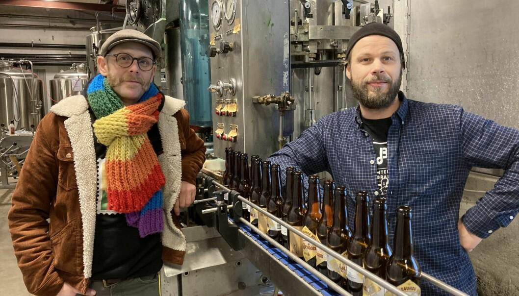 Love Brande och Jesper Jemtehed vid Östersunds Bryggeri har i år sålt cirka 200 000 flaskor öl och must. Det är en fördubbling jämfört med förra året och överskrider deras eget mål. De vill gärna sälja folköl direkt till konsumenterna i en REKO-ring, men Östersunds kommun anser att det bryter mot alkohollagstiftningen.