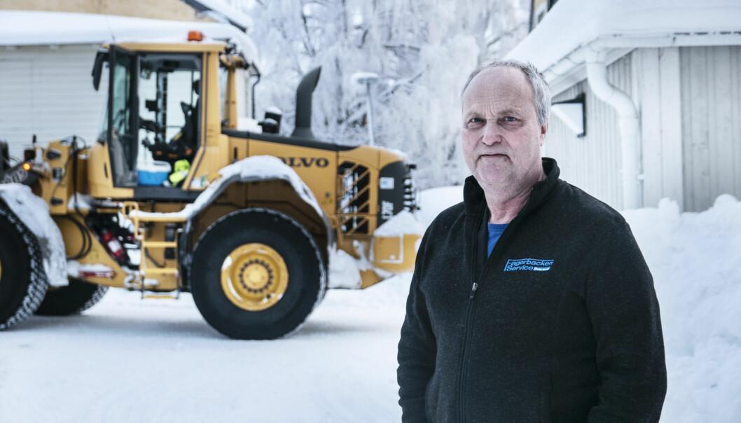 """Göran Nilsson har skottat Östersunds gator i 42 år, och har varit med om värre vintrar än denna. """" jag minns vintern 87 eller 88, då snöade det 26 av 28 dagar i februari"""", berättar han."""