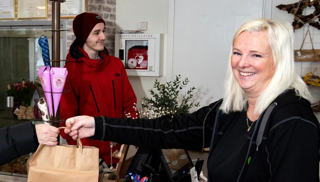- Jag handlar choklad till mina systrar, säger Inger Olofsson från Sveg och fortsätter. Man ska komma ihåg sina systrar en sån dag. De betyder mycket för mig.