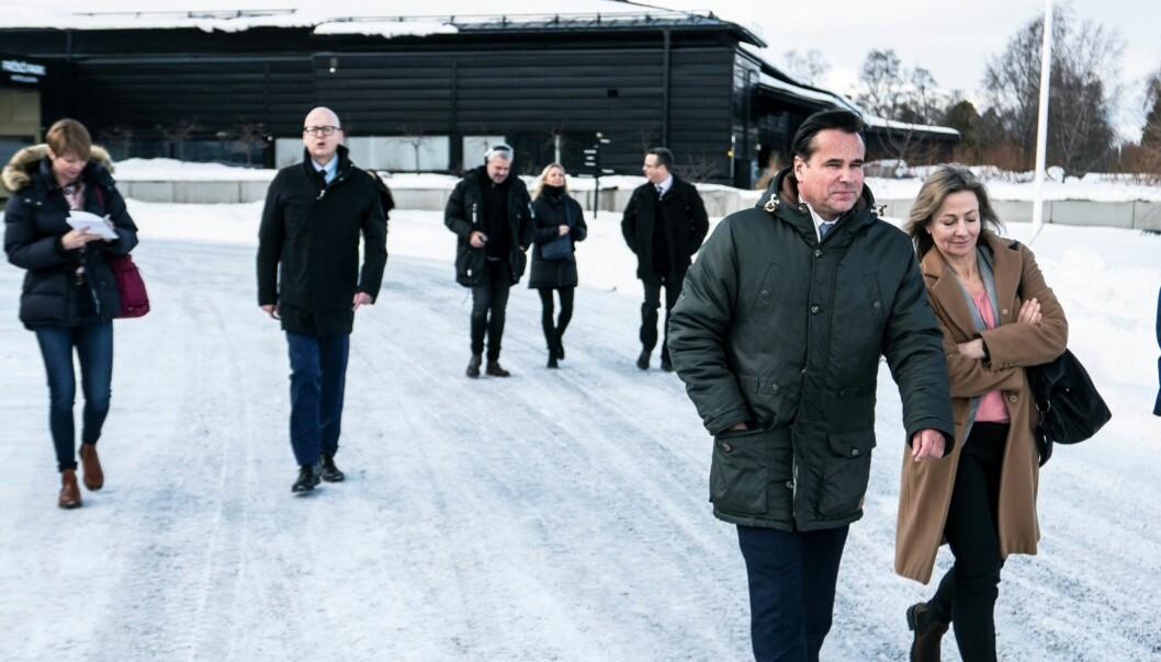 Synsam Group lägger sin produktion av glasögon i Östersund. Det beskedet gavs under en presskonferens i förra veckan, då Synsams vd Håkan Lundstedt var på besök – här tillsammans med Susanna Löfgren, länsråd och vikarierande landshövding.