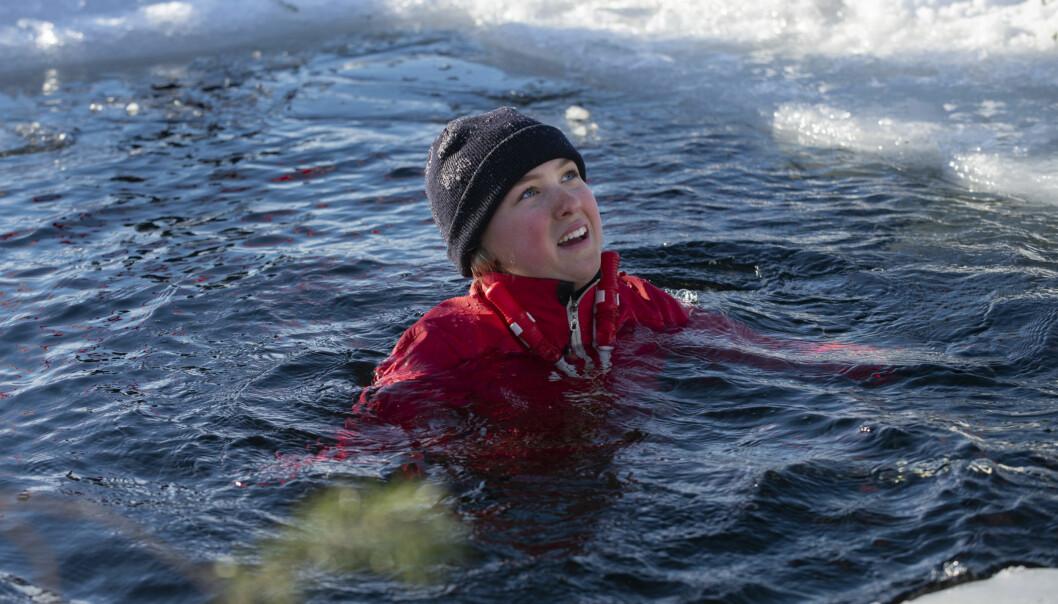 - Lite spännande, jag hade aldrig känt det iskalla vattnet förut. I början var det chockartat och jag kunde inte prata och hyperventilerade en stund, sen gick det bra, menar Tilly Åström i 9A, Kastalskolan i Brunflo.