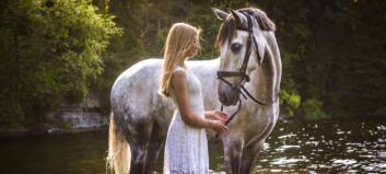 Fotografen Elise vill inspirera unga att tro på sina drömmar - favoritmotivet är hästar