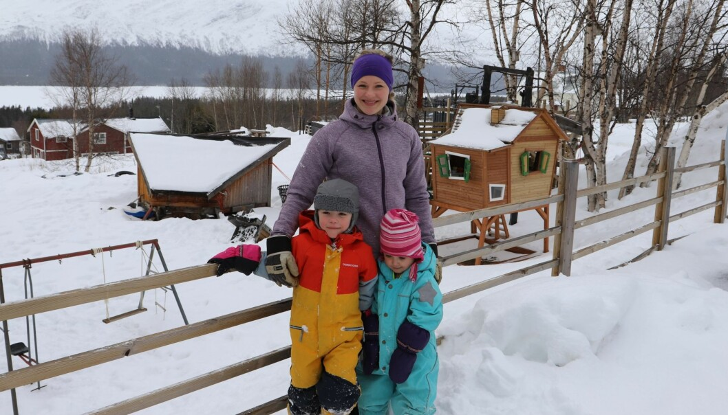 Anna Ottendahl ser framemot att det öppnas en förskola i Ottsjö. Här tillsammans med dottern Gry och hennes kusin Nova Barrios Larsson.
