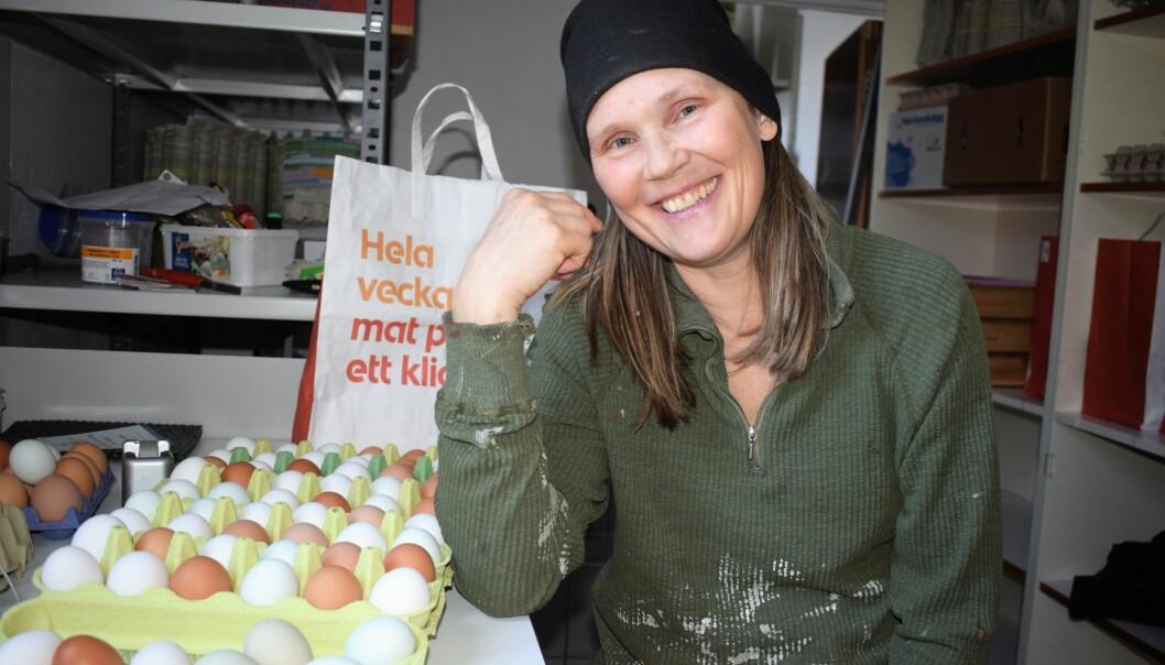 Eva Rappe älskar livet på sin gård i Tullus, där fjäderfäna utgör basen för verksamheten.