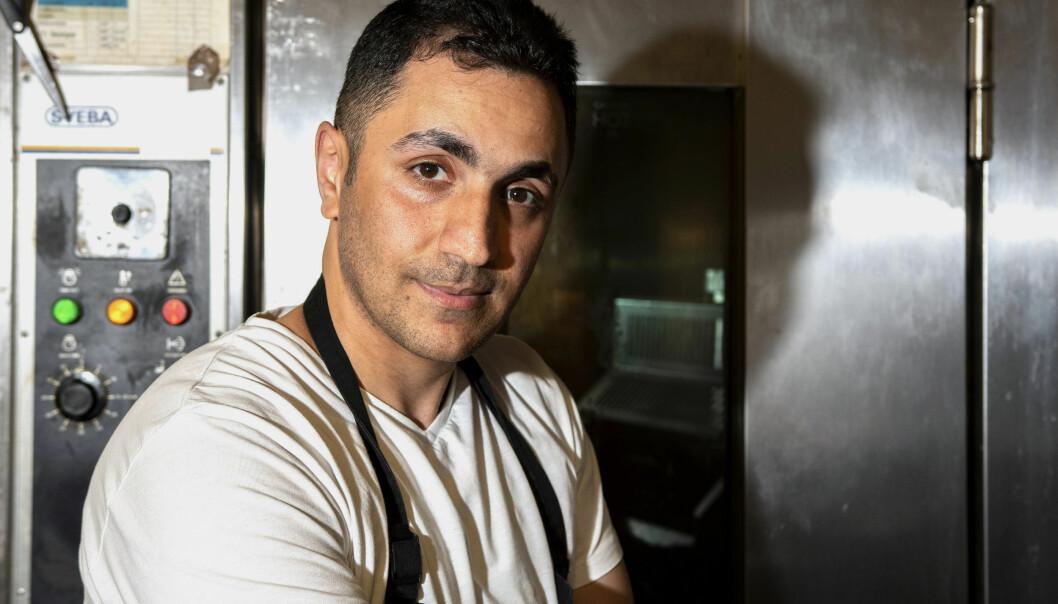 – Chock, stress och ilska. Det är väldigt jobbigt nu, säger Waseem Khamu som drivit bageriet i snart fem år.
