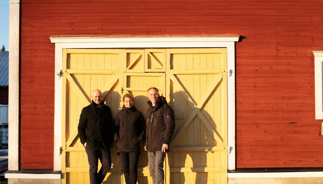 Daniel Eriksson, projektledare för expansionen vid Nord-Lock, Erika Olsson, chef för produktionsplanering, och Anders Manfred, divisionschef på Nord-Lock. Här står de framför ladan i Mattmar där Nord-Lock-brickan började produceras.