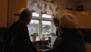 Under måndagen samlades flera av medlemmarna i styrelsen för att hålla koll på den varma och rykande glöden efter branden. Här är Gunnar Olsson, Matin Rolén och Monica Henriksson på plats.