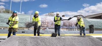 Första spadtaget är taget – nu byggs Östersunds största äldreboende