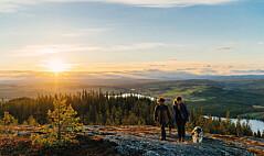 Hällberget har en storslagen utsikt som lockar till vandring. Numera finns två iordningställda leder. En mellan Alsen och Ede och en från Kaxås till toppen på Hällberget.