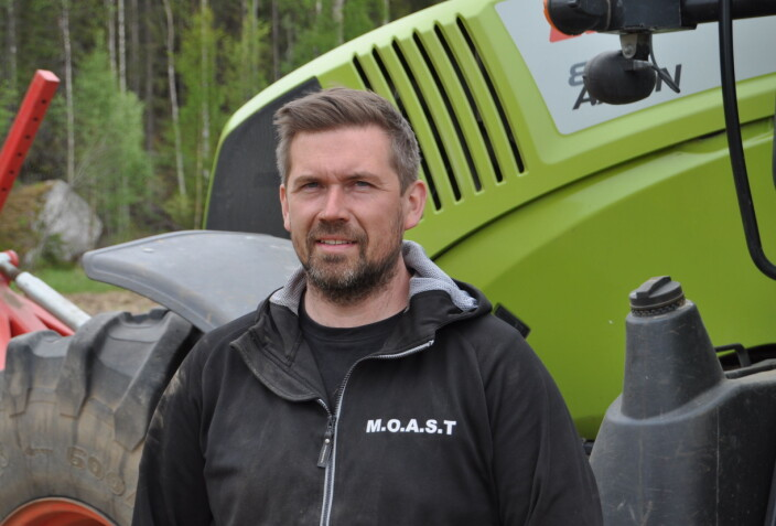 "<span class="" font-weight-bold"" data-lab-font_weight_desktop=""font-weight-bold"">Oskar Hansson, från Hackåsen i Oviken, återupptar jordbruket i Överhogdal.</span>"