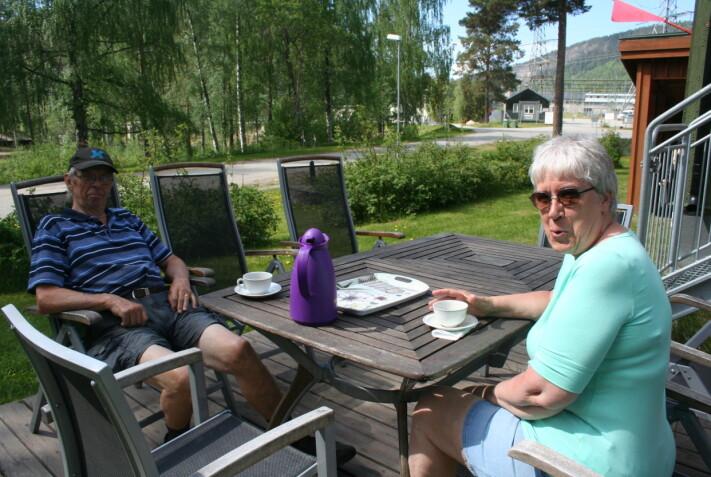 Första fikagästerna i Krångede var Lennart Blom och Karin Enmark från Kälarne