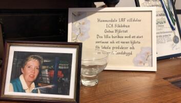 På en byrå mellan entrén och fiket står en byrå med bland annat ett foto på systern och delägaren Margit, som har gått bort.