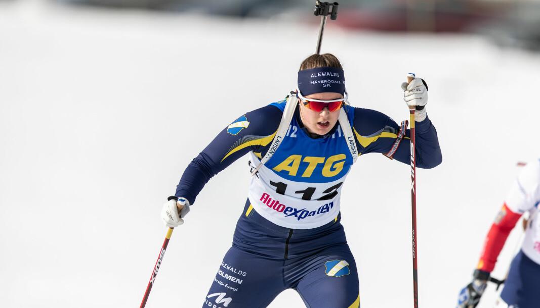 Alva Sköld vid SM-masstart på Östersunds skidstadion.