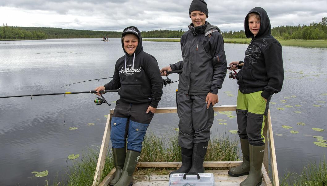 Olov Olofsson, Charlie Wiklund och Leon Boye är alla helt eniga om att det är roligt att vara på fiskeläger.