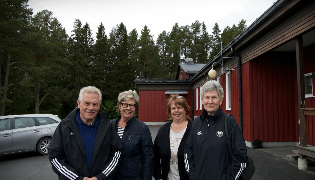 Jan, Lena, Carin och Laila framför Ope IFs Furuparken.
