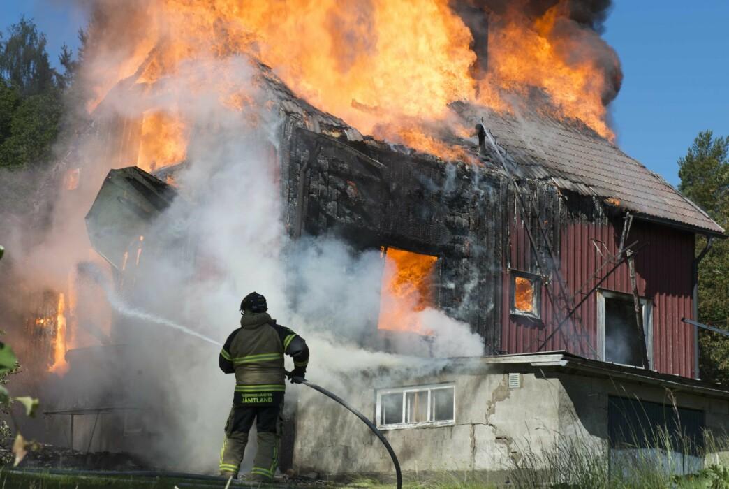 Villan i Backe brann ner till grunden.