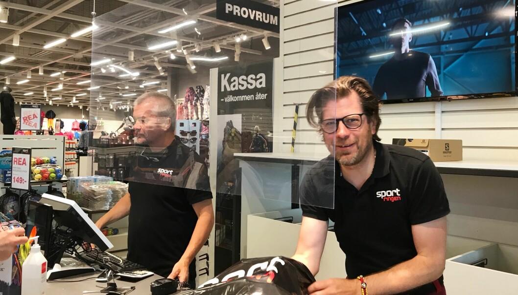 På Sportringen är det full fart för butiksägare Magnus Hjortliger och kollegorna. I dagarna har fyra medarbetare nyanställts till butiken.