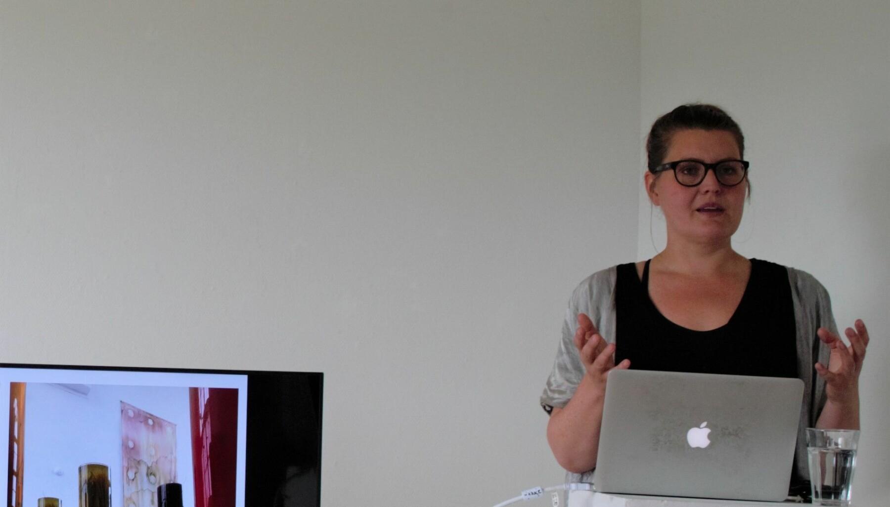 Lina Sofia Lundin berättade om sitt konstnärskap.