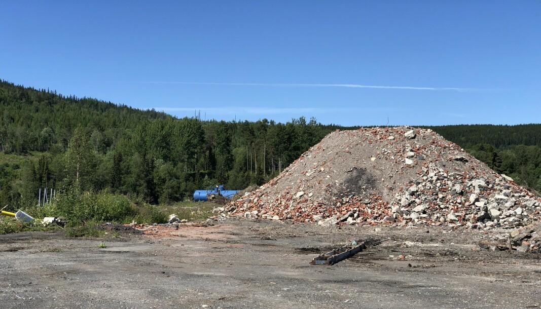 Allt som återstår av den gamla spritfabriken är en stor hög tegel och stenkross.
