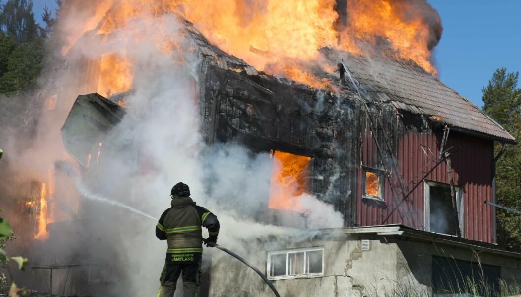 Den häftiga branden totalförstörde villan i Backe på bara någon timme Foto: Gunnar Bergström