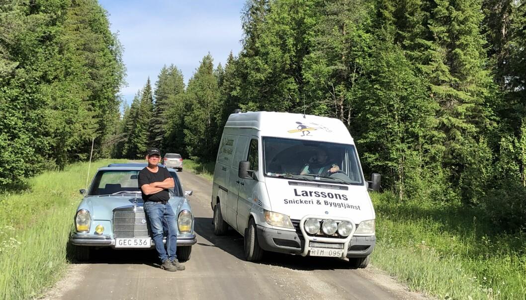 Grusvägen är redan idag vältrafikerad. Under den korta stund som Ingemar Rosén står parkerad på sidan av vägen passerar säkert ett femtontal bilar. Här menar Ingemar att marginalerna när två lastbilar möts är smala.