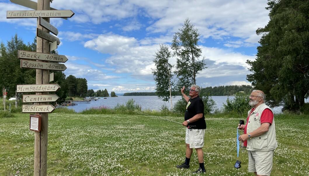 Karta och kompass är överflödiga, vägvisaren pekar ut kommunens höjdpunkter. Rastplatsen blev klar för två år sen när Göran Bergström var kommunalråd i Strömsund.