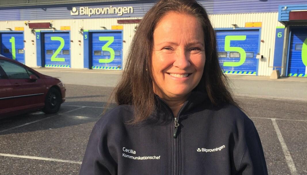 Cecilia: Cecilia Blom Hesselgren, kommunikationschef på Bilprovningen, säger att det råder högt tryck hos Bilprovningen.