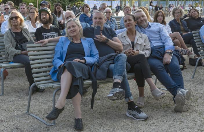 Katarina Rhensbo, Jörgen Persson, Annalena Holst Rhede och Johan Rhede satt längst fram och var extatiska efter spelningen.
