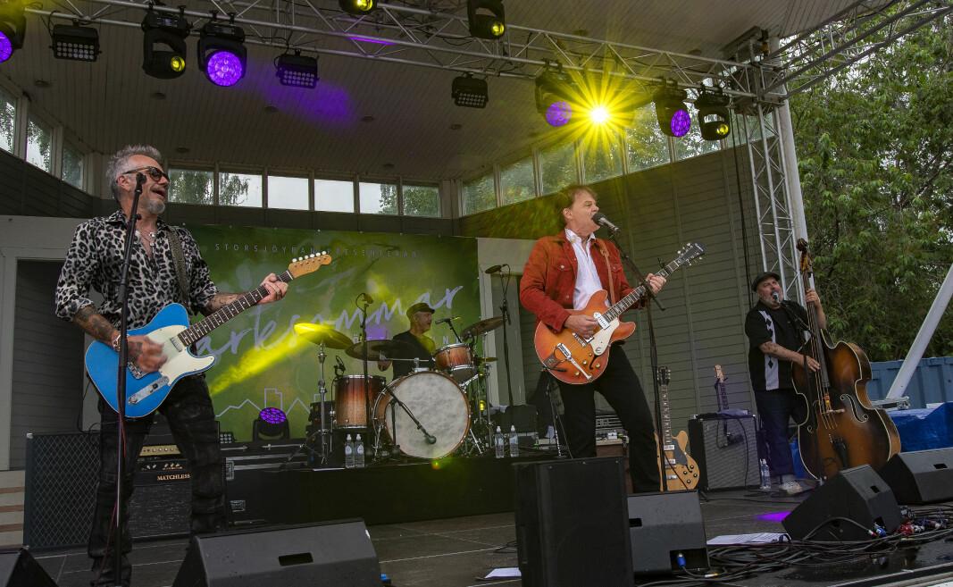 Publiken bjöds på svensk blueskavalkad signerad Nisse Hellberg med band.