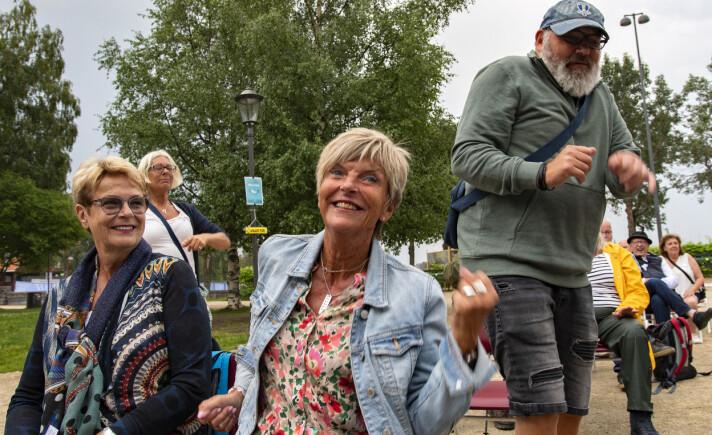 Några ur publiken som dansade och rockade rejält var Carina Robertsson och Rolf Nilsson från Skåne. – Han var fantastisk som alltid! Man vill upp och dansa, säger Carina. I förgrunden två Östersundsdamer som ryktes med och sittdansade.