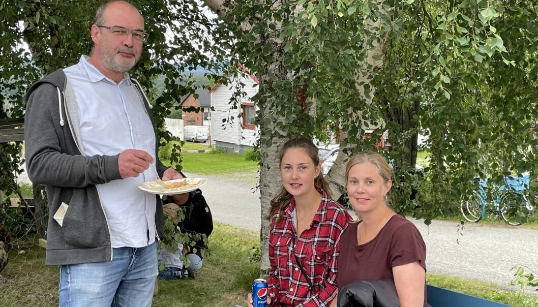 Fr.v. Joakim Ödeen, Jennifer Ödeen och Anneli Snar är stockholmare på besök i Norråker. Annelis farmor var född i Tåsjö och det är här Anneli känner sig som mest hemma.