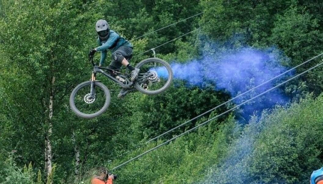 """Whip it"": en fartfylld cykelshow med specialeffekter som drar mycket publik. Foto: Åre Bergscyklister"