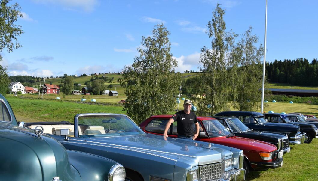 Bland alla veteranbilar syntes en blå Cadillac Eldorado från 1975, här med ägaren Rolf Henriksson från Kvitsle.