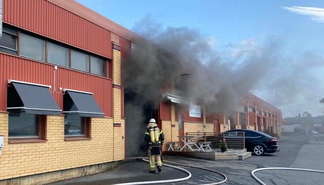 Torsdagens brand i industrilokalen i Odenskog är släckt. Inga personer ska ha kommit till skada. Foto: Räddningstjänsten Jämtland