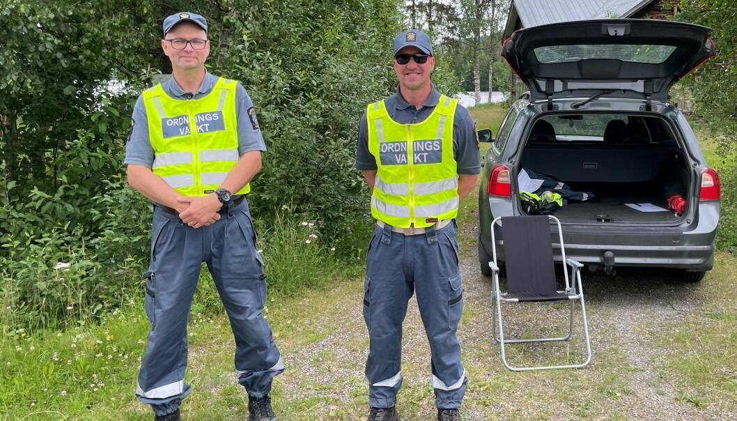 Janne Nilsson, t.v., och Marcus Olofsson, t.h., menar att många kollegor lägger uniformen åt sidan efter att avgifterna höjdes mitt i pandemin. Marcus själv är i valet och kvalet.
